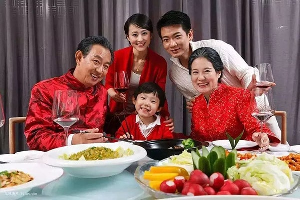 Cha mẹ chỉ cần có con cái ở bên mình lúc tuổi già