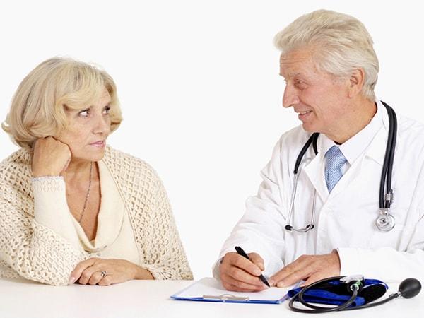 Những căn bệnh khiến người cao tuổi thường xuyên phải gặp bác sỹ trong mùa đông