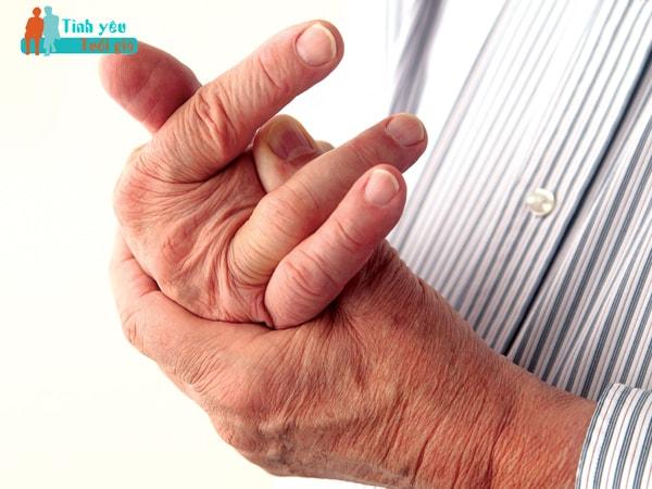 Viêm khớp dạng thấp thường gặp ở các khớp ngón tay