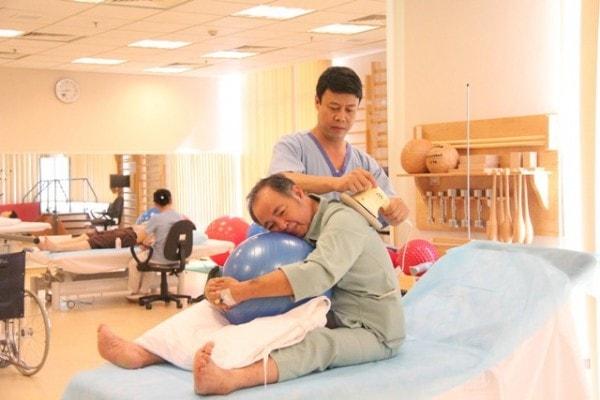 Biện pháp giúp người bị liệt nửa người do đột quỵ hồi phục 1