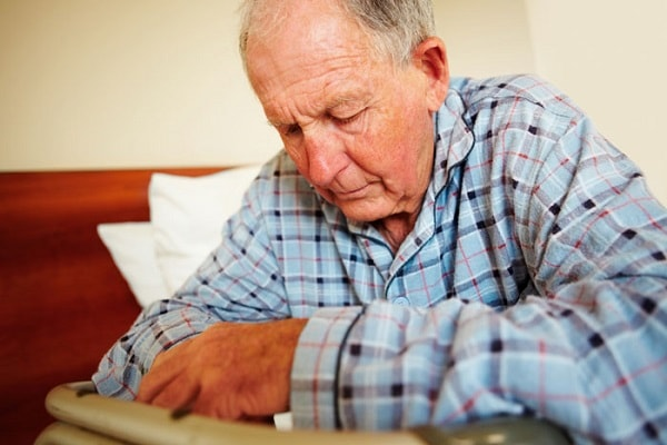 Hình ảnh đau tức ngực của người già