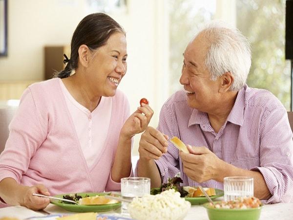Những thói quen tốt phòng bệnh táo bón ở người cao tuổi
