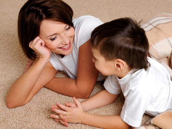 Bố mẹ hãy luôn quan tâm, nói những lời yêu thương đến con nhiều hơn