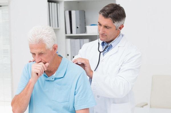 Người già rất hay mắc các bệnh hô hấp do virus, vi khuẩn