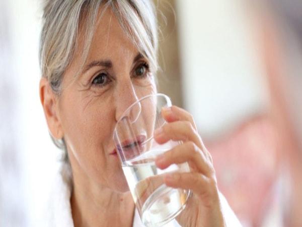 cách chữa bệnh phù chân ở người già 2
