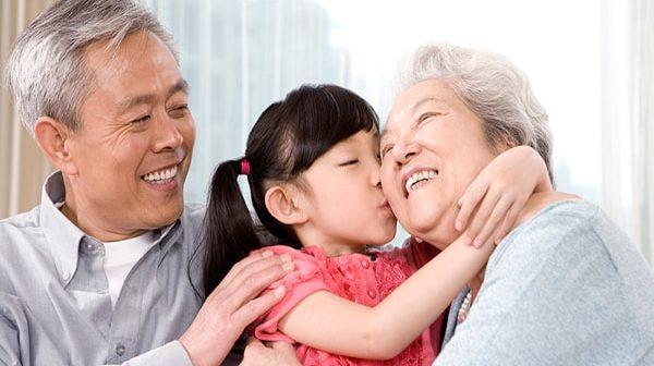 """Vì sao người già hay giận hờn và làm thế nào để họ bớt """"khó tính""""?"""