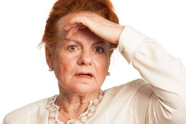 Những thay đổi tâm sinh lý tự nhiên có thể khiến người già trở nên khó tính