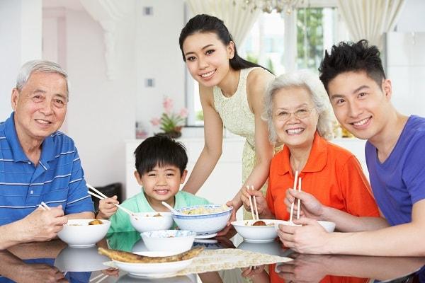 Lắng nghe, quan tâm và thấu hiểu chính là bí quyết chăm sóc người già tốt nhất