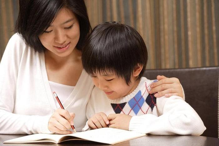 Gia sư sinh viên dạy trẻ thêm nhiều kỹ năng sống bổ ích