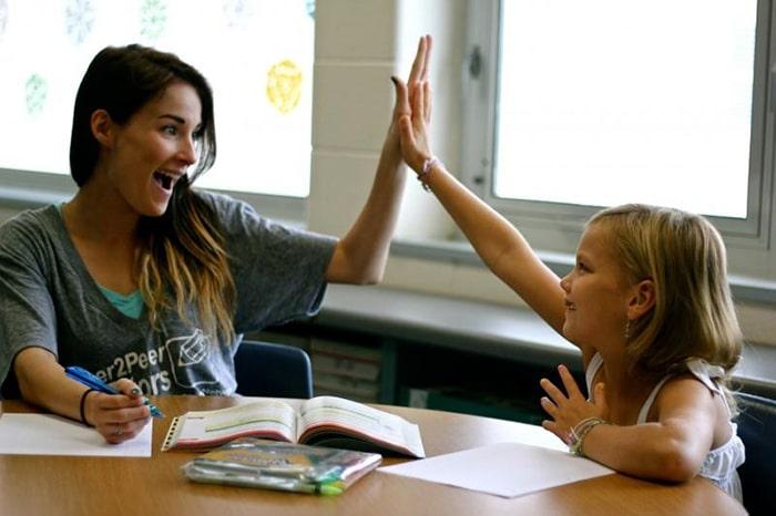Gia sư sinh viên là người bạn đồng hành của trẻ